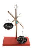 equilibrio Scale con le piccole pietre Immagini Stock