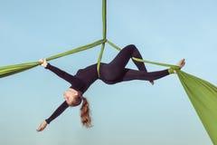 Equilibrist воздуха женщины Стоковое Фото