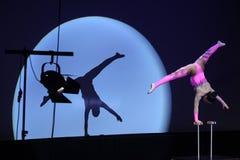 Equilibrist Anastasia utför med den ryska storslagna cirkusen arkivbilder