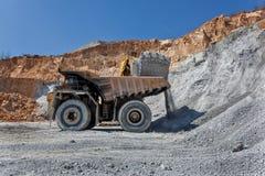 Equimenemt na mina do tanoeiro - poço aberto 24 Imagens de Stock