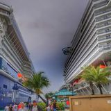 Equinoccio de la celebridad y playa del MSC en Nassau, Bahamas imagenes de archivo