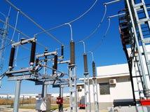Высоковольтная электрическая подстанция Стоковое фото RF