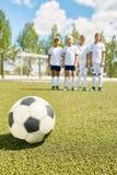Equipa de futebol dos meninos Imagens de Stock Royalty Free