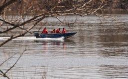 Equipa de salvamento em um barco Fotografia de Stock Royalty Free
