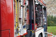 Equipa de salvamento, ferramenta do caminhão da luta contra o incêndio imagens de stock royalty free