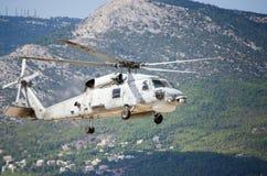 Equipa de salvamento preta do helicóptero do falcão Fotografia de Stock