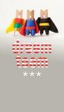 Equipa ideal e conceito da liderança Caráteres do pregador de roupa dos super-herói no fundo do inclinação Três super-herói no az fotografia de stock royalty free