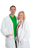 Equipa médica amigável nova no revestimento do laboratório Fotografia de Stock Royalty Free