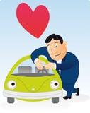 Equipaggi gli amori la sua automobile verde Fotografia Stock Libera da Diritti