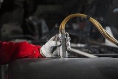 Equipaggi i comandi il pannello di controllo dell'installazione pneumatica e idraulica immagini stock libere da diritti