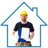 Equipaggi il costruttore nell'uniforme blu con la lavagna per appunti Fotografia Stock