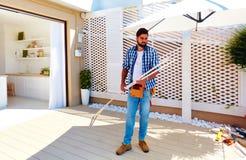 Equipaggi il rinnovamento della zona del patio del tetto con la cucina dello spazio aperto Immagini Stock