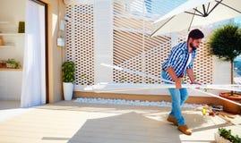 Equipaggi il rinnovamento della zona del patio del tetto con la cucina dello spazio aperto Fotografia Stock Libera da Diritti