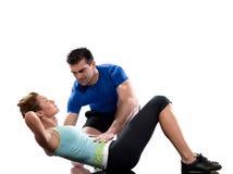 Equipaggi l'addestratore aerobico che posiziona l'allenamento della donna Fotografia Stock Libera da Diritti