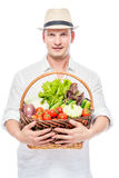 Equipaggi l'agricoltore rurale con un raccolto delle verdure su un bianco Fotografie Stock