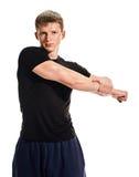 Equipaggi l'allungamento del suo braccio Fotografie Stock