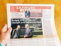 Equipaggi l'articolo di stampa della lettura su Edouard Philippe e su Bruno L Immagine Stock