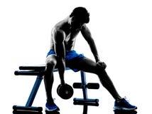 Equipaggi l'esercitazione della siluetta di esercizi della stampa di banco dei pesi di forma fisica Immagine Stock Libera da Diritti