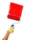 Equipaggi la mano che giudica un rullo di pittura isolato su un fondo bianco Fotografie Stock