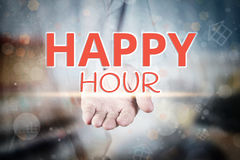 Equipaggi la mano che tiene il testo di happy hour sulle sedere domestiche confuse della proprietà dell'icona Immagini Stock Libere da Diritti
