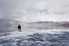 Equipaggi la montagna ed il fiume vicini soli diritti - Ladakh Fotografia Stock Libera da Diritti
