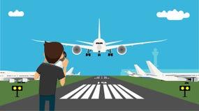 Equipaggi la presa dell'immagine del sentiero di discesa e dell'aereo di atterraggio facendo uso della macchina fotografica profe Immagini Stock Libere da Diritti