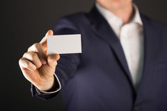 Equipaggi la scheda in bianco della holding Immagini Stock Libere da Diritti