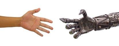 Equipaggi la stretta di mano della mano con il robot dei CY-ber isolato sul backgrou bianco Fotografie Stock