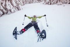 Equipaggi le racchette da neve d'uso, bugie nella neve Fotografia Stock Libera da Diritti