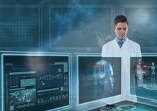 Equipaggi medico che interagisce con le interfacce mediche contro un cielo con i chiarori Fotografie Stock Libere da Diritti