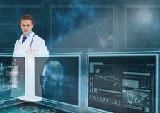 Equipaggi medico che interagisce con le interfacce mediche contro un cielo con i chiarori Fotografia Stock Libera da Diritti