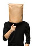 equipaggi riguardare la sua testa facendo uso di un sacco di carta Immagine Stock Libera da Diritti