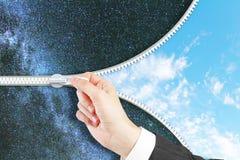 Equipaggi zippare il cielo nello spazio immagine stock libera da diritti