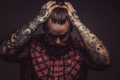 Equipaggia con la barba e i tattoes fotografia stock libera da diritti
