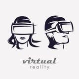 Equipaggia e la testa della donna nell'icona di vetro di VR, Fotografie Stock