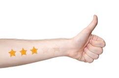 Equipaggia i thmbs della mano su e una valutazione di 3 stelle fotografia stock