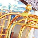Equipaje de la carretilla en el hotel Imagen de archivo libre de regalías