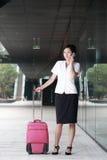 Equipaje del recorrido de la mujer de negocios Imágenes de archivo libres de regalías