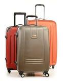 Equipaje que consiste en las maletas grandes en blanco Imagenes de archivo