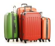 Equipaje que consiste en las maletas grandes en blanco Imágenes de archivo libres de regalías