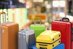 Equipajes coloridos del estuche rígido Imagen de archivo libre de regalías