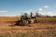Equipamento agrícola de Amish no campo fotos de stock