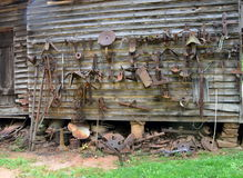 Equipamento agrícola velho oxidado Fotos de Stock