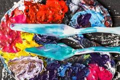 Equipamento artístico Escovas e pinturas para tirar Artigos para a faculdade criadora do ` s das crianças imagens de stock royalty free
