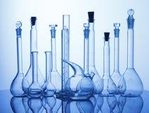 Equipamento assorted laboratório dos produtos vidreiros Foto de Stock Royalty Free