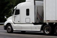 Equipamento branco do caminhão do diesel com espaço da cópia Imagens de Stock Royalty Free