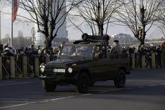 Equipamento da artilharia na parada militar em Letónia Imagens de Stock
