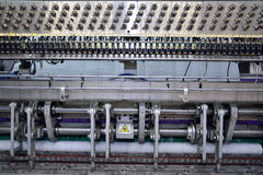 Equipamento da costura, tear em uma fábrica do vestuário Imagens de Stock Royalty Free