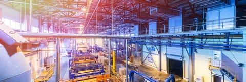 Equipamento da indústria da produção da fibra de vidro no fundo da fabricação fotos de stock royalty free