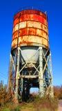 Equipamento das indústrias quebradas e abandonadas velhas na cidade de Banja Luka - 1, tanque de silo para materiais do pó imagem de stock royalty free